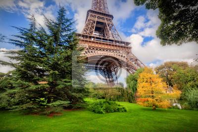 Wieża Eiffla z Pól Marsowych w Paryżu, Francja