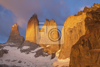 Wieże w Torres del Paine w Chile.