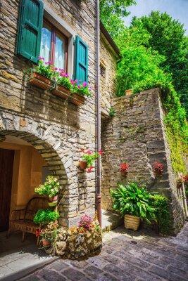 Obraz Włoska ulica w małym prowincjonalnym miasteczku Toskanii