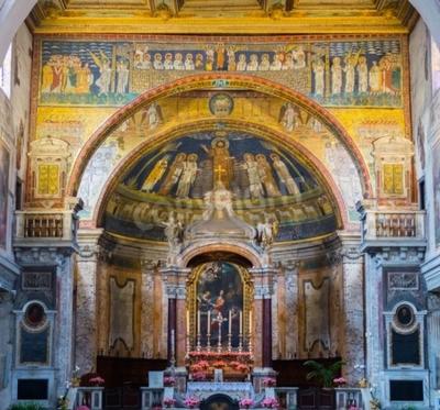 Obraz Wnętrze bazyliki św Praxedes wspaniałego w centrum Rzymu, Włochy. Szczegóły apsidal łuk z kolorowymi mozaikami (IX sek.).