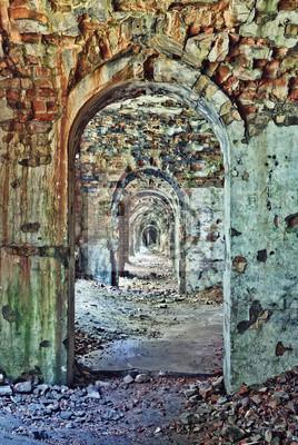 Wnętrze pokoju w opuszczonej twierdzy, na Ukrainie