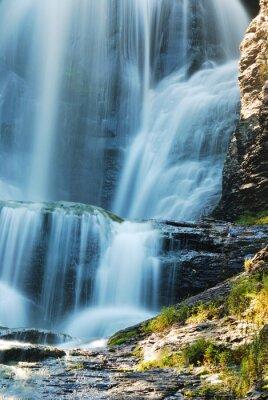 Wodospad i skały