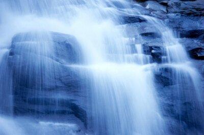 Wodospad w ogrodzie japońskim, monotonnie
