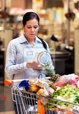 Wpływy wyboru kobieta w sklepie spożywczym