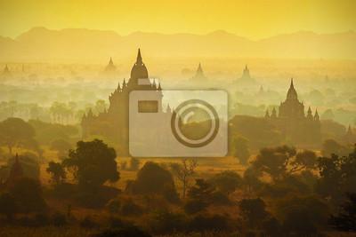 Obraz Wschód słońca nad świątyń Bagan w Birmie