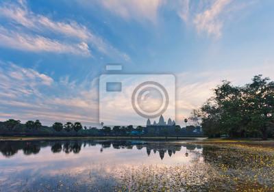 wschód słońca w świątyni angkor wat