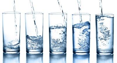 Obraz wylewanie wody w kolekcji samodzielnie szkła