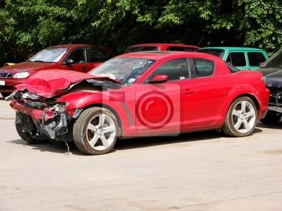 Wypadek auto, ciężarówka uderza z przodu po prawej
