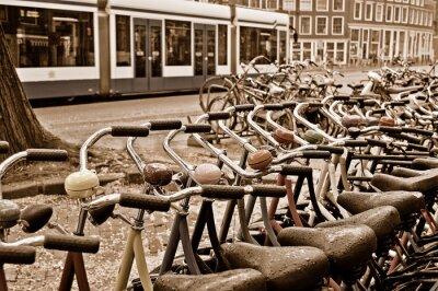 Obraz Wypożyczalnia rowerów stacja w deszczowy dzień w Amsterdamie