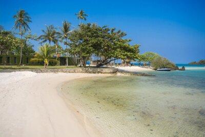 Wyrzucać na brzeg w lato czasie przy wyspą w Trat prowinci, Tajlandia.