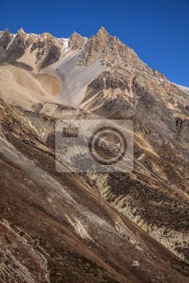 Wysokie strome ściany w Annapurna Region gór, Himalaje, Nepal.