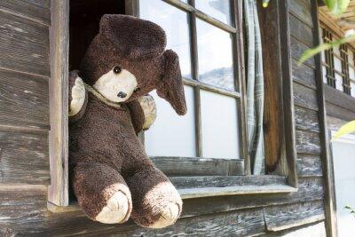 Obraz 木造 家 屋 の 窓 と 熊 の ぬ い ぐ る み