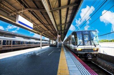 Obraz 鉄 道 の 駅 の プ ラ ッ ト ホ ー ム