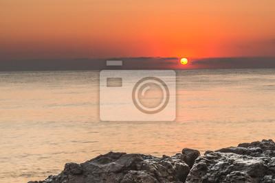Рассвет на Черном море возеле города Созополь, Болгария.