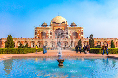 Obraz The first garden-tombon the Indian subcontinent, thisis thefinal resting place of the Mughal EmperorHumayun. The Tombis an excellent example of Persian architecture. Located in the Delhi, India.