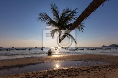 Zachód słońca na plaży tropikalnych. Wyspa Ko Tao