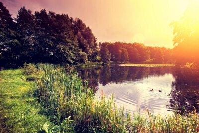 Obraz Zachód słońca nad jeziorem.