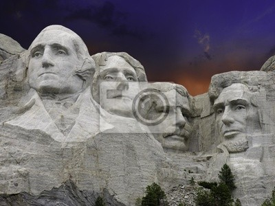Zachód słońca nad Mount Rushmore, USA