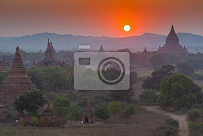Obraz Zachód słońca nad świątyń Bagan w Birmie