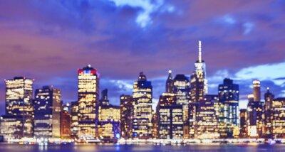 Zamazany kolor tonował Manhattan nabrzeża linię horyzontu przy nocą, miastowy tło, Miasto Nowy Jork, usa.