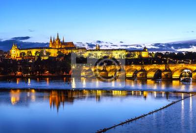 Zamek praski i most o zachodzie słońca, Republika Czeska.