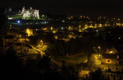 Zamek w Ogrodzieńcu nocą, Polska.