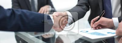 Obraz zamknij się.handshake z partnerami biznesowymi