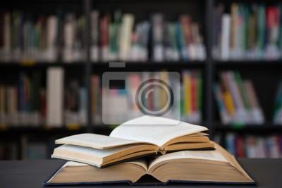 Obraz Zamknij się otwartych książek na stole