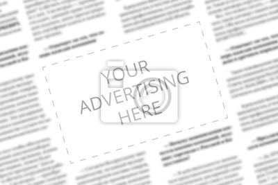 Obraz Zamknij się z miejsca kopiowania z napisanymi słowami Twoja reklama tutaj na niewyraźne tło gazety. Pomysł na biznes. Dodawanie reklamy do strony papierowej. Makieta kolumny reklamy w gazecie.