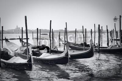 Obraz Zaparkowane gondole w Wenecji, Włochy