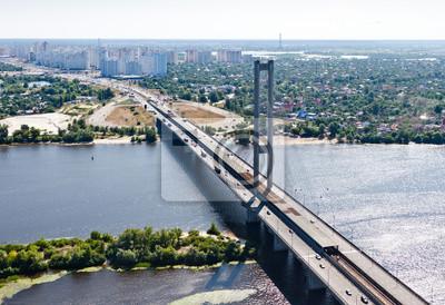 Zdj? Cie lotnicze z Kijowa (miasto Kijów), Ukraina. Rzeka Dniepru z połączonym mostem samochodowym i metra. Most południowy. Osokorki osiedla w tle