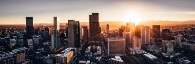 Obraz Zdjęcie lotnicze z drona - miasto Denver w stanie Kolorado o zachodzie słońca