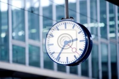 Zegar stacji z futurystycznym tle