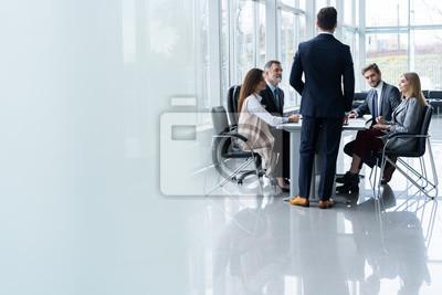 Obraz Zespół firmy korporacyjnej i kierownik w spotkaniu, z bliska