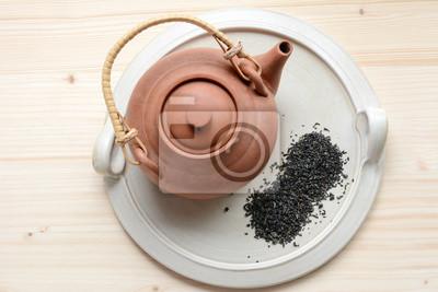 Zestaw herbaty na talerzu ceramicznym