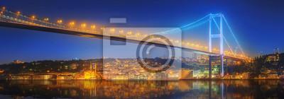 Zobacz Bosphorus Bridge w nocy Stambule