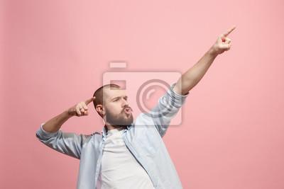 Obraz Zwycięski sukces człowiek szczęśliwy ekstatyczny świętować będąc zwycięzcą. Dynamiczny energetyczny obraz męskiego modelu