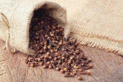 Plakat Aromatyczne suszone pąki kwiatowe goździkowy wory w worku