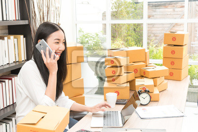 asian-business-woman-selling-online-mark