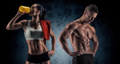 Plakat Athletic mężczyzna i kobieta po ćwiczeń fitness