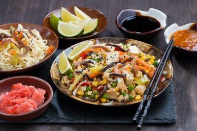 Plakat azjatycki obiad - ryż smażony z tofu i warzyw