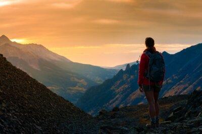 Plakat Backpacker dziewczyna patrząc na Sunset Colorado Góry
