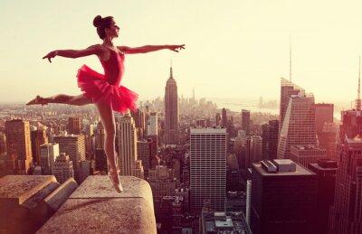 Plakat Baletnica z przodu New York skyline