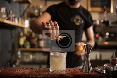 Plakat barman i szczegóły