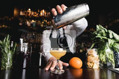 Plakat Barman koktajl odlewania