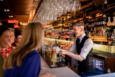 Plakat Bartender Making a Cocktail