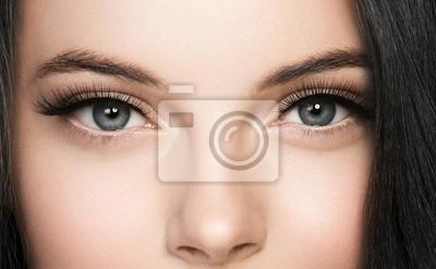 Plakat Baty kobiety twarz przygląda się zbliżenie