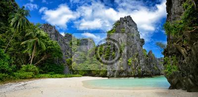 """Beautiful """"dzikiej"""" plaży wśród skał El Nido.Philippines"""