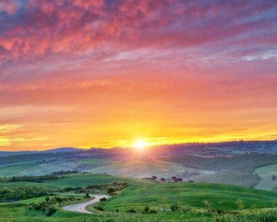 Plakat Beautiful Tuscany landscape at sunrise, Italy