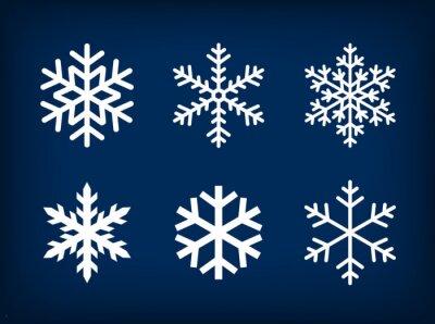 Plakat Białe płatki śniegu na ciemnym tle niebieskiego
